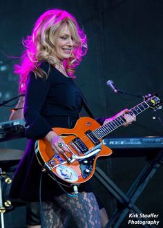 Nancy Wilson playing what looks kind of like a Gretsch -- it's a Duesenberg Female Guitarist, Female Singers, Nancy Wilson Heart, El Rock And Roll, Heavy Metal, Music Heart, Women Of Rock, Rocker Chick, Guitar Girl