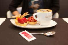 Degustació d'un berenar #LatteArt.  #Cappucino #Espresso #CafesCornella #Cafe #Coffee #Coffetime