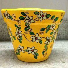 Veja nosso novo produto Vaso decorado - amarelo/flores! Se gostar, pode nos ajudar pinando-o em algum de seus painéis :)