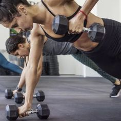 10 Easy Weight-Free Exercises To Tone Your Arms Arm Toning Exercises, Arm Work, Arms And Abs, Tricep Dips, Arm Muscles, Fit Team, Stay In Shape, Stay Fit, Body Weight