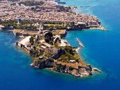Корфу – это один из островов, входящих в состав Греции. Остров протянулся вдоль побережья материка. Северная часть острова имеет гористый ландшафт, а южная часть – холмистый и невысокий.