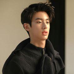 Cute Asian Babies, Cute Asian Guys, Handsome Boy Photo, Handsome Boys, Asian Boy Haircuts, Korean Boy Hairstyle, Curly Hair Model, Asian Male Model, Kim Min Gyu