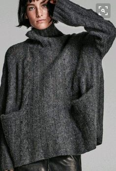Poncho Pullover, Oversized Pullover, Knitwear Fashion, Knit Fashion, 60 Fashion, Fashion Outfits, Cool Sweaters, Knitting Designs, Knit Patterns