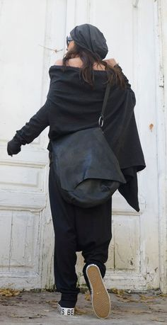 Genuine Leather Black Bag - METB0011 This piece is so unique than it is hard to find where to start - the most extraordinary element into making the bag is the leather - it comes from animals that have been bio bred and this allows all the high quality features to contain in the