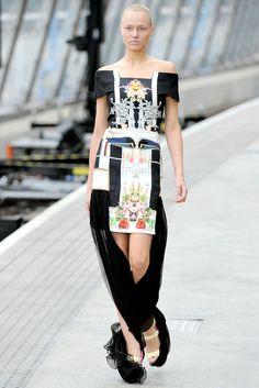 Mary Katrantzou Spring 2011 Ready-to-Wear Fashion Show - Aida Aniulyte