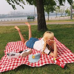 Take a rest~ Nature Aesthetic, Summer Aesthetic, Summer Picnic, Summer Fun, Picnic Fashion, Foto Pose, Ulzzang Girl, Aesthetic Clothes, Photography Poses