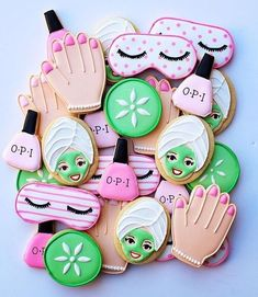 17 Fabulous Spa Party Ideas - Pretty My Party - Party Ideas These 17 Fabulous Spa Party Ideas will have you planning the most relaxing day of pampering. Get spa birthday party ideas likes cakes, decorations and more. Spa Party Cakes, Spa Party Foods, Spa Day Party, Spa Cake, Girl Spa Party, Pamper Party, Mean Girls Party, Diy Party, Kinder Spa Party