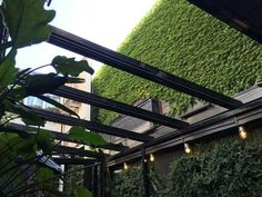 A SolaGlide glass retractable roof from Libart was installed at the lchi Ni Nana, a new Japanese restaurant in Fitzroy, Melbourne. Glass Restaurant, Restaurant Design, Cafe Design, Patio Design, Melbourne Restaurants, Roof Architecture, Glass Roof, Showcase Design, Glass House
