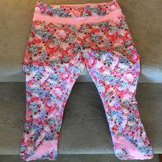 Lululemon Capri Worn twice Floral Lululemon Capri Leggings-Excellent condition lululemon athletica Pants Leggings