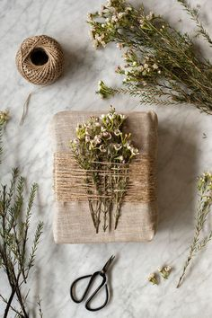 Simple ideas for a vegetal and warm Christmas – Decoration Papier – Diy Christmas Gift Wrapping, Christmas Diy, Christmas Decorations, Christmas Presents, Creative Gift Wrapping, Creative Gifts, Wrapping Gifts, Wrapping Papers, Simple Gift Wrapping Ideas