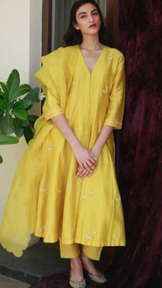 Buy Yellow Silk Anarkali Suit With Resham Work - Salwar Kameez for Women from Andaaz Fashion at Best Prices. Style ID: Kurta Designs Women, Kurti Neck Designs, Neck Designs For Suits, Designer Kurtis, Pakistani Dress Design, Pakistani Outfits, Indian Wedding Outfits, Indian Outfits, Indian Clothes