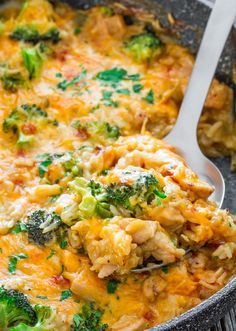One Pot Cheesy Chicken Broccoli and Rice Casserole - it's cheesy, it's…