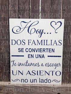 En muchas ocasiones las familias de los novios son completamente diferentes, una forma linda de terminar con esa apatía que puede haber en la boda, es un letrero como éste. Para más ideas te invitamos a seguir nuestras publicaciones. www.eventoslabuff.com