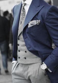 ギンガムチェックのパンツにネイビーのジャケットを合わせたジャケパンスタイル