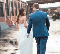 Cool & Modern Wedding With Burlap, Bourbon Barrels & White Flowers: Andrew & Taylor