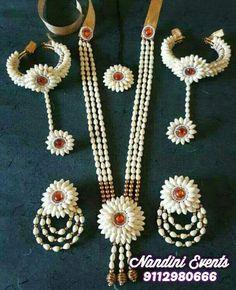 Thread Jewellery, Fabric Jewelry, Flower Jewellery For Mehndi, Flower Jewelry, Wedding Flower Arrangements, Flower Centerpieces, Bridal Flowers, Artificial Flowers, Bridal Jewelry