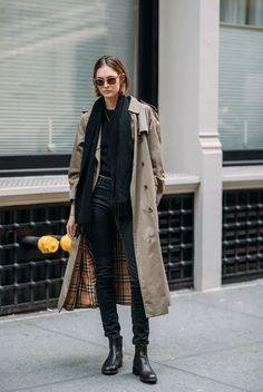 it girl - trench-coturno-cachecol-preto - trenchcoat - inverno - street style New York Fashion, Fashion Week, Look Fashion, Fashion Trends, Fashion Boots, Fall 2018 Fashion, Fashion Ideas, Guy Fashion, Classy Fashion