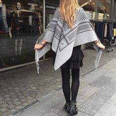 Big Classic triangle Lala Berlin scarf ❥ newin colors lubecca,flanella og City…