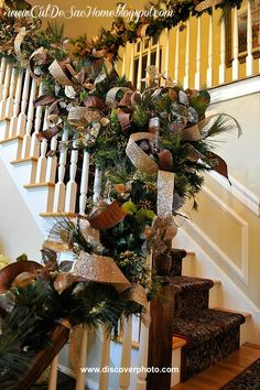 Thanksgiving's passed and Christmas is here! Try these unique DIY Christmas garland ideas that are sure to make your house and Christmas tree look great! Christmas Stairs, Diy Christmas Garland, Christmas Mantels, Noel Christmas, Country Christmas, Winter Christmas, Christmas Decorations, Holiday Decor, Xmas