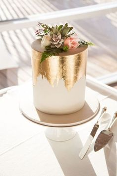 Gold foil small cake More You are in the right place about wedding cakes table Here we offer you the most beautiful pictures about the wedding cakes ombre you are looking for. When you examine the Gold foil small cake . Pretty Cakes, Beautiful Cakes, Amazing Cakes, Beautiful Cake Designs, Edible Gold Leaf, Fancy Sprinkles, Engagement Cakes, Engagement Parties, Engagement Cake Toppers