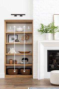 Kitchen Bookshelf, Built In Shelves Living Room, Bookshelves Built In, Fireplace Built Ins, Bookcases, Coffee Table Design, Home Living Room, Living Room Decor, Bookshelf Styling