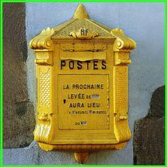 Vieille boîte aux lettres La Poste pour livre d'or
