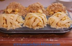 Mini Apple Pies - looks so good and yummy. Pinned from momwhats4dinner.com/mini-apple-pies