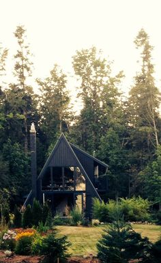 A frame house with dark exterior A Frame Cabin, A Frame House, Cabin In The Woods, Forest House, Cabins And Cottages, Black House, Exterior Design, Black Exterior, My Dream Home