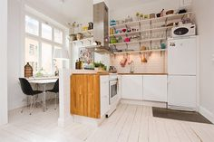 fabulous-scandinavian-kitchen-design-with-wooden-washing-stand-plus-chimney-then-white-dining-table-plus-black-chair-also-awesome-pendant-lamp-for-wooden-floor..jpg (960×640)