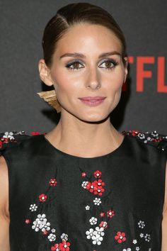 Olivia Palermo showed up on the Golden Globes red carpet looking summer-ready with hot pink lipstick and Grecian waves and braids, but she did a 180 for the after party, putting the focus on shimmery taupe eye shadow and an origami-inspired knot marked by clean, sharp lines.