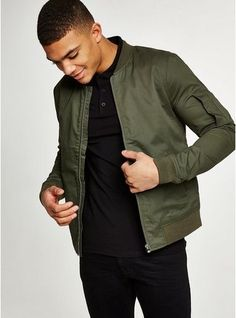 Men's jackets certainly are a vital part of each and every man's closet. Men require jackets for a number of activities as well as some weather conditions. Men's Jacket Fashion Look. Bomber Jacket Outfit, Cargo Jacket, Green Bomber Jacket Mens, Jacket Images, Herren Outfit, Men's Coats And Jackets, Men's Bomber Jackets, Mode Outfits, Leather Men