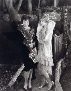 Flapper girls, 1920s