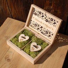 Jeśli nie jesteście pewni daty swojego ślubu przez #koronawirus 📆💒 to pamiętajcie, że nie musicie umieszczać jej na dekoracjach i dodatkach weselnych ❤️ wszelkie księgi gości, podziękowania dla rodziców, pudełka na obrączki i tak będą wyjątkowe – zaprojektujemy je i spersonalizujemy biorąc pod uwagę wszystkie Wasze pomysły a brak daty umożliwi wykorzystanie ich w odpowiedniej chwili 👌 Trzymajcie się zdrowo 🤗 Decorative Boxes, Tray, Home Decor, Decoration Home, Room Decor, Trays, Home Interior Design, Decorative Storage Boxes, Board