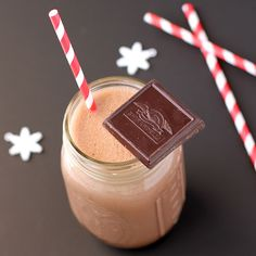This Healthy homemade Chocolate Muscle Milk is a much better option than storebought! It's all natural, sugar free, low carb, and high fiber too! Low Carb Desserts, Healthy Desserts, Healthy Drinks, Healthy Recipes, Healthy Eating, Snack Recipes, Dessert Recipes, Healthy Foods, Clean Eating