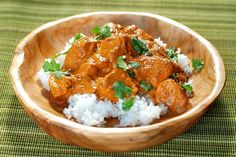 Tikka masala chicken recipe with Thermomix or Prepare this main course … Chicken Tikka Masala, Poulet Tikka Masala, Indian Chicken, Chicken Curry, Butter Chicken, Garam Masala, Food Dishes, Main Dishes, Mexican Recipes
