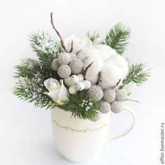 beautiful combination of plants and flowers for winter arrangement in a cup Christmas Flower Arrangements, Christmas Flowers, Winter Flowers, Noel Christmas, Christmas Balls, Winter Christmas, Handmade Christmas, Floral Arrangements, Christmas Crafts