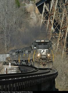 RailPictures.Net Photo: NS 8723 Norfolk Southern GE C40-8 (Dash 8-40C) at Clinchport, Virginia by Chris Starnes