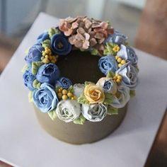 #flowercakebouquet #bouquet #flower #cake #piony #rununculus #buttercreamcake #buttercream #designcake #soocake #wreath #birthdaycake #수케이크 #작약 #꽃스타그램 #플라워케익 #청담동 #디자인케익 www.soocake.com vkscl_energy@naver.com