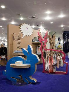 mmmm, no es precisamente empaque, pero me gusta!!!! POP UP! Stella McCartney Kids Pop up shop by Giles Miller store design
