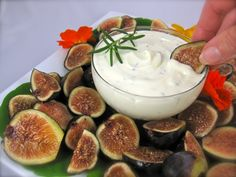Fresh Figs with Honeyed Goat Cheese Spread
