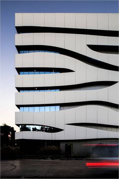 Picture 6 of 33 Gallery Materials: Trespa Meteon / Double sustainable skin. Commercial Architecture, Facade Architecture, Amazing Buildings, Modern Buildings, Building Facade, Building Design, Facade Design, Exterior Design, Mall Facade