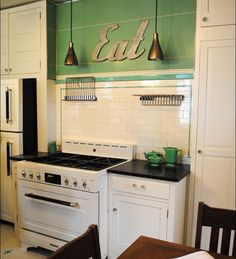 Nikki Nyman. editor of Antique Home Style, one of our favorite web sites, found and photographed this original 1930 kitchen during a home tour in Connecticut. According to her notes, the house, built in 1909, received a kitchen makeover in 1930, and still has that 1930 kitchen. The range is a restored vintage Hotpoint.