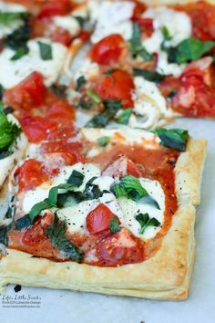 This Tomato Basil Mozzarella Puff Pastry Tart recipe is an easy, Summer-y and sa. This Tomato Basil Mozzarella Puff Pastry Tart recipe is an easy, Summer-y and savory meal to make. No pizza dough ma Puff Pastry Recipes Savory, Puff Pastry Pizza, Tart Recipes, Appetizer Recipes, Cooking Recipes, Healthy Recipes, Tomato Tart Puff Pastry, Puff Pastry Appetizers, Pastries Recipes