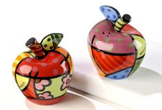 Features:  -Includes 1 salt shaker and 1 pepper shaker.  -Material: Ceramic.  -Multi-colored.  -Designed by renowned pop artist Romero Britto.  -Hand wash only.  Item: -Salt And Pepper Combination.  M