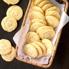 Mimosa Butter Cookies Recipe -You can add many different flavors to butter cookies to make them your own. Try an alternate type of citrus zest, or add an alternate liquid to change things up. Best Cookie Recipes, Baking Recipes, Wedding Cookie Recipes, Wedding Cookies, Holiday Recipes, Cookie Desserts, Dessert Recipes, Mexican Desserts, Easter Desserts