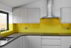 Gallery from by ®CreoGlass - CreoGlass Design Yellow Kitchen Decor, Kitchen Colors, Home Decor Kitchen, Country Kitchen, Kitchen Furniture, Kitchen Ideas, Glass Backsplash Kitchen, Glass Kitchen, Pooja Room Door Design