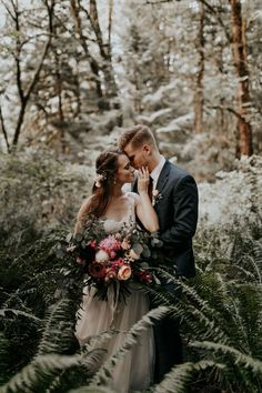 We're head over heels for this earthy + emotional wedding in the PNW | Image by Dawn Charles