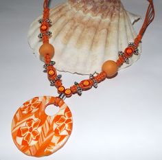 Collection orange, collier macramé