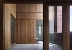 Image 13 of 36 from gallery of Timberyard Social Housing / O'Donnell + Tuomey Architects. Photograph by Dennis Gilbert Contemporary Architecture, Art And Architecture, Brick Works, Social Housing, Modern Tropical, Healthcare Design, Cladding, Windows And Doors, Building Design