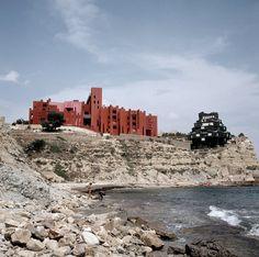 Galería de Clásicos de Arquitectura: La Muralla Roja / Ricardo Bofill - 16